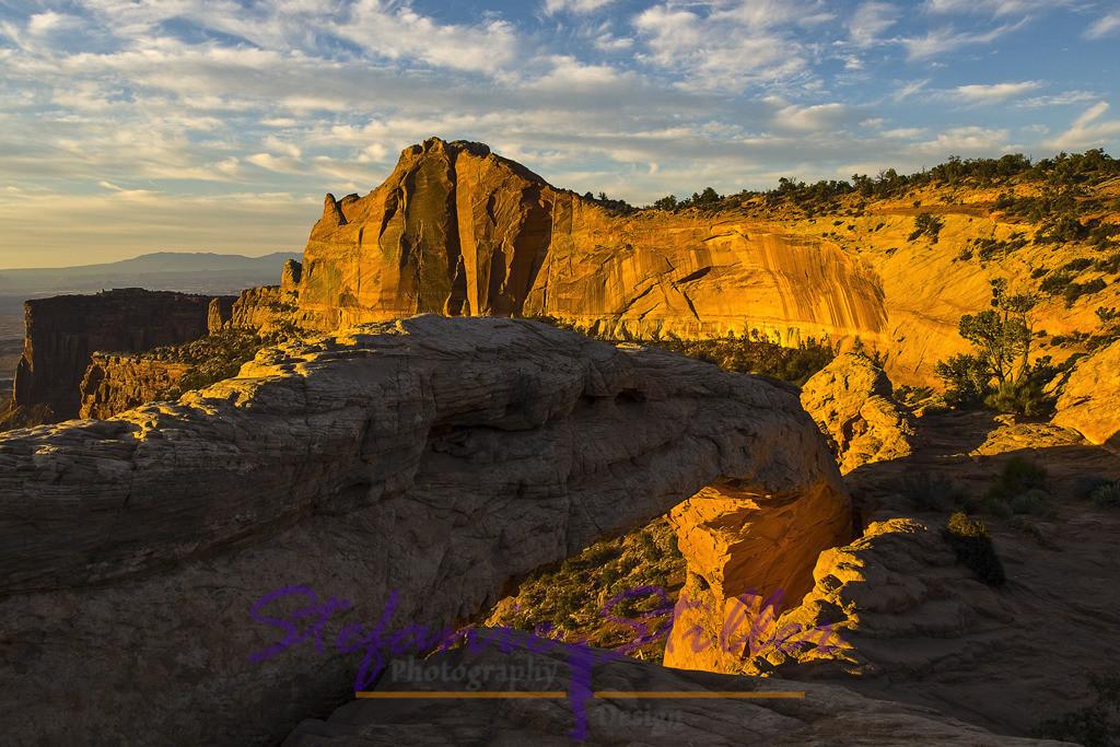 Sonnenaufgang am Mesa Arch   Die Sonne erweckt die Felsen
