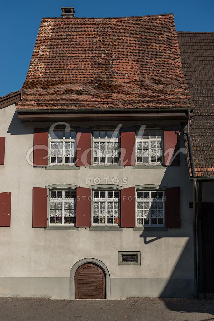 Rebbauernhaus von 1618, Ziefen (BL) | Das ehemalige Rebbauernhaus von 1618 im Mitteldorf war einst eine Wirtschaft (Dorfwirtschaft zum Rebstock, s'Peterhanse Huus), Ziefen im Kanton Baselland.