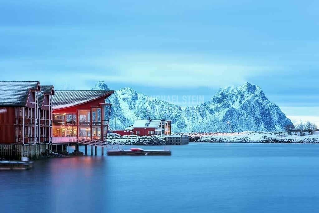 Norwegen - Haus am Hafen von Svolvaer | Rotes Haus am Hafen von Svolvaer