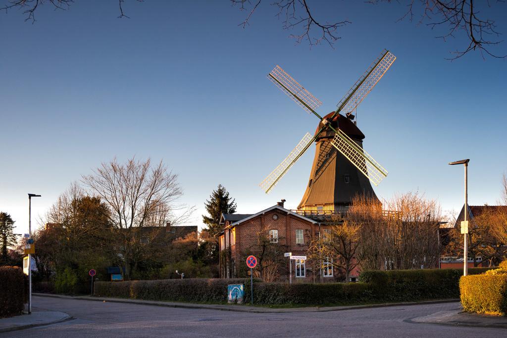 Die Mühle von Rönn | Die Mühle von Rönn wurde in den 1880er Jahren erbaut und bestimmt das Stadtbild von Osterholz-Scharmbeck. Die Mühle gilt als eines der Wahrzeichen von Osterholz-Scharmbeck.