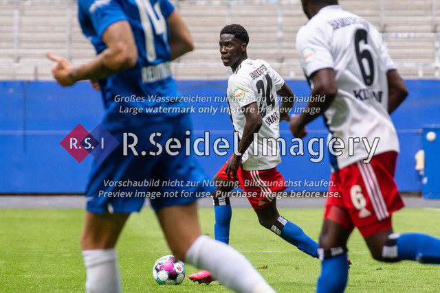 Fußball, Herren, Testspiel, Hamburger SV - FC Hansa Rostock, Volksparkstadion, 09.08.2020 | Amadou Onana (#24 HSV)