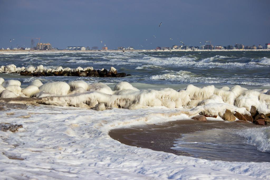 Strand in Schönhagen   Vereister Strand in Schönhagen im Winter