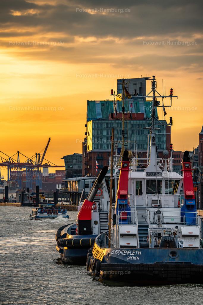 10200717 - Schlepper im Abendlicht | Blick auf zwei Schlepper im Hamburger Hafen.