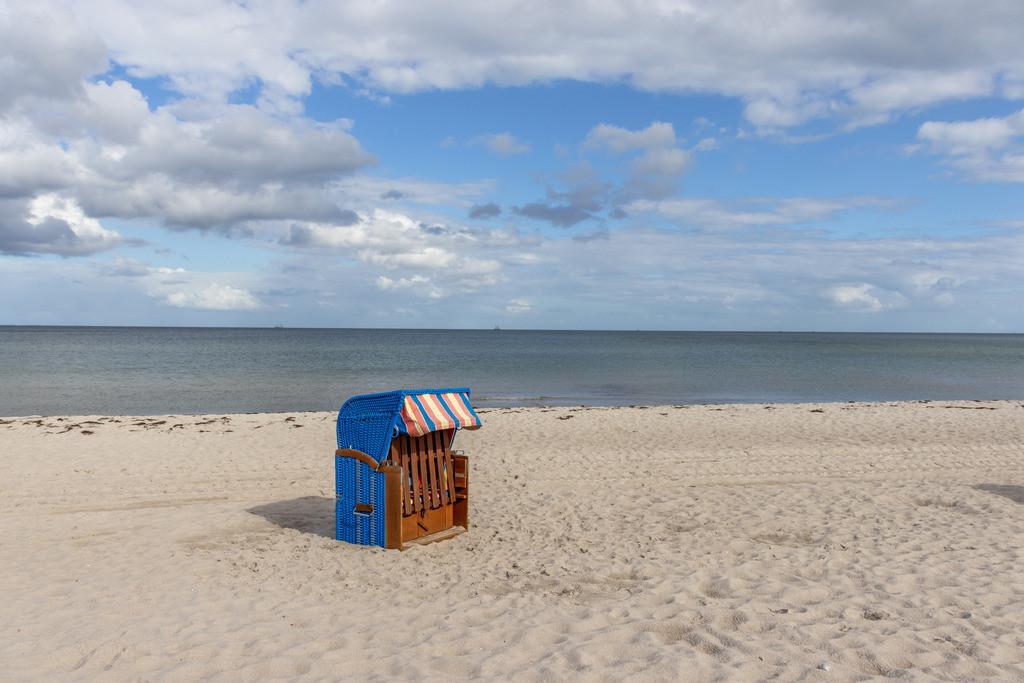 Strandkorb an der Ostsee | Sandstrand im Sommer