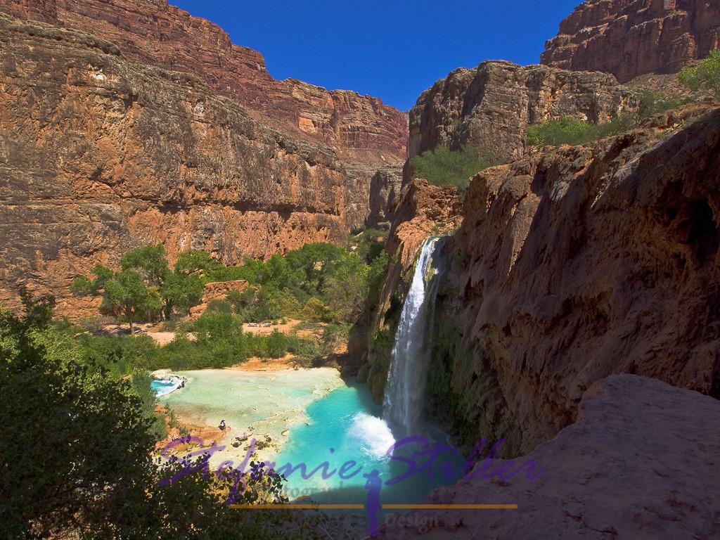 Havasu Falls von oben | Mit ihrem bläulichen Wasser bilden die Havasu Falls eine traumhafte Kulisse