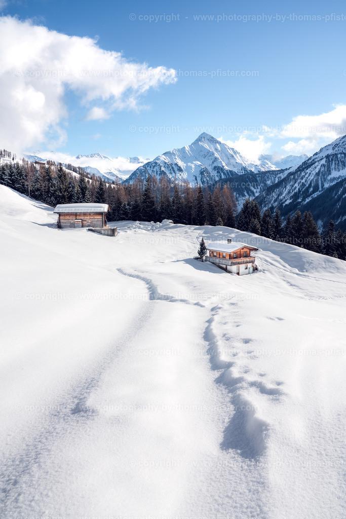 Winterliche Alm in Schneetal Tux-2