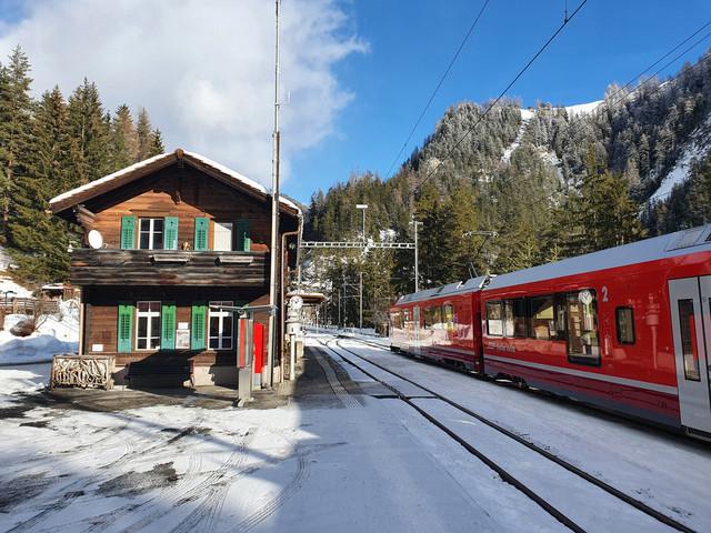 Davos Wiesen | Ein unbekannter Allegra am Bahnhof Davos Wiesen