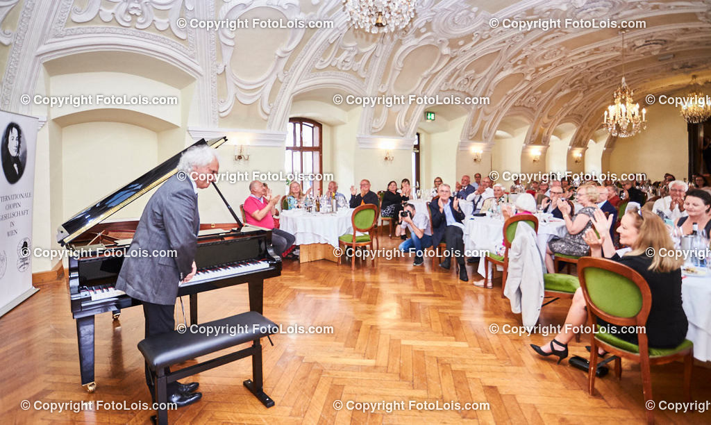 L1_2957_XXXVI-Chopin-Festival_Dinnerkonzert_HENRY Yves | (C) FotoLois.com, Alois Spandl, 36. Chopin-Festival in der Kartause Gaming, Auftritt Yves Henry, Frederic Chopin, Valse As-Dur op. 34/1, Polonaise-Fantasie As-Dur op. 61, Valse Des-Dur op. 64/1 'Minutenwalzer', Sa 15. August 2020.