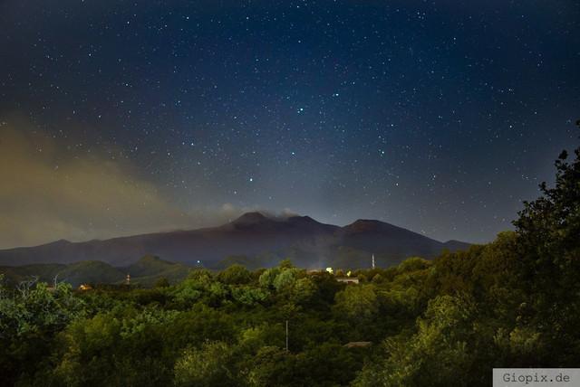 Vulkan Ätna mit Sternenhimmel | Nightshot vom Vulkan Ätna mit Sternenhimmel