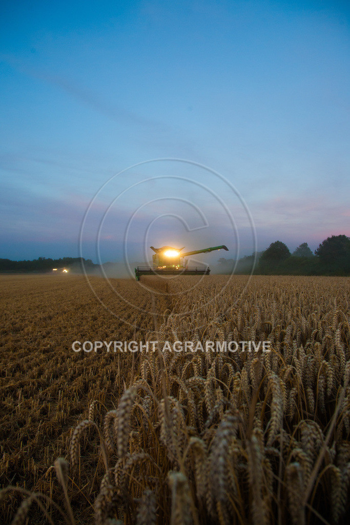 20120817-_MG_8770 | Weizenernte in der Dämmerung