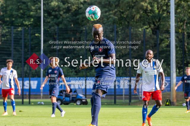 Fußball, Herren, Testspiel, Hamburger SV - FC Midtjylland, HSV-Trainingsplatz am Volksparkstadion, 20.08.2020   Awer Bul Mabil (#11, Midtjylland)