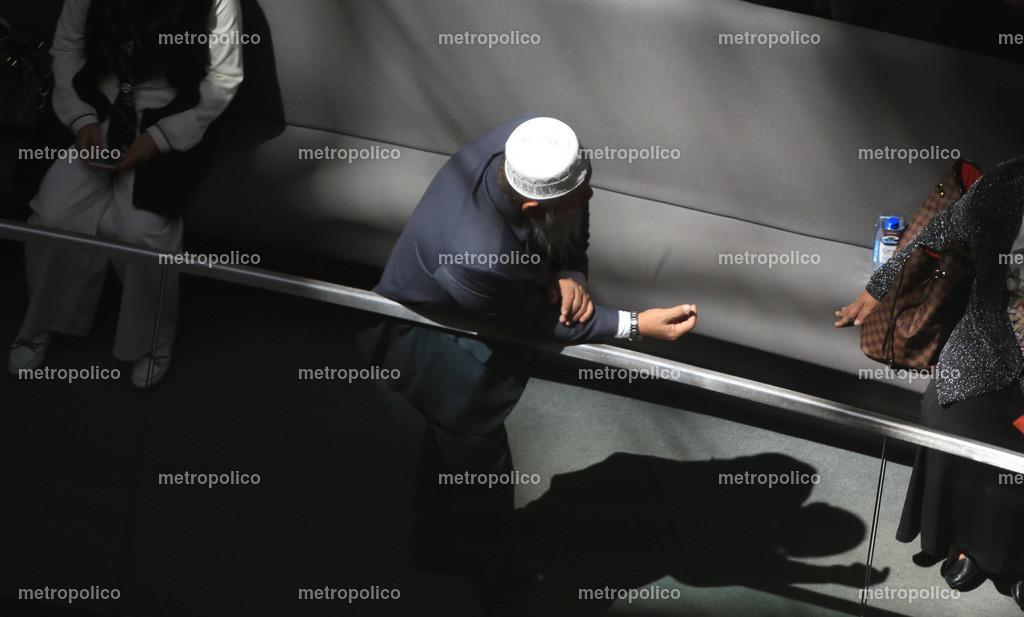 Imam Islam Schatten   Das Bild entstand im Reichstag (Zuschauertribüne)