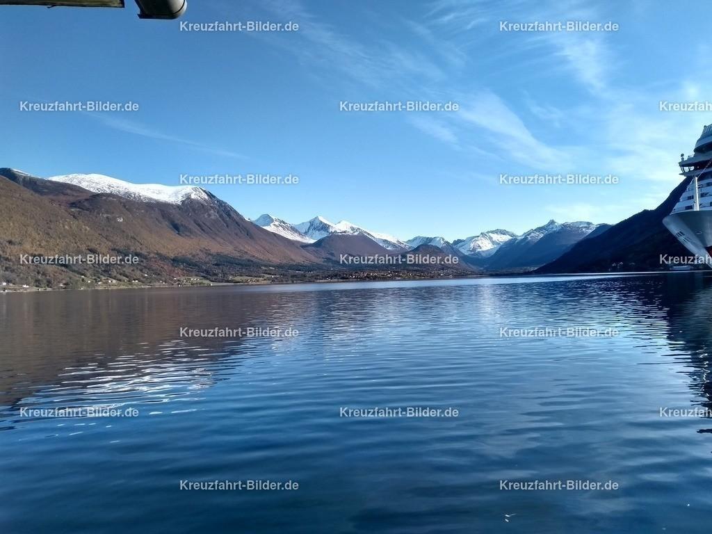 Fjord vor Andalsnes III   Fjord vor Andalsnes