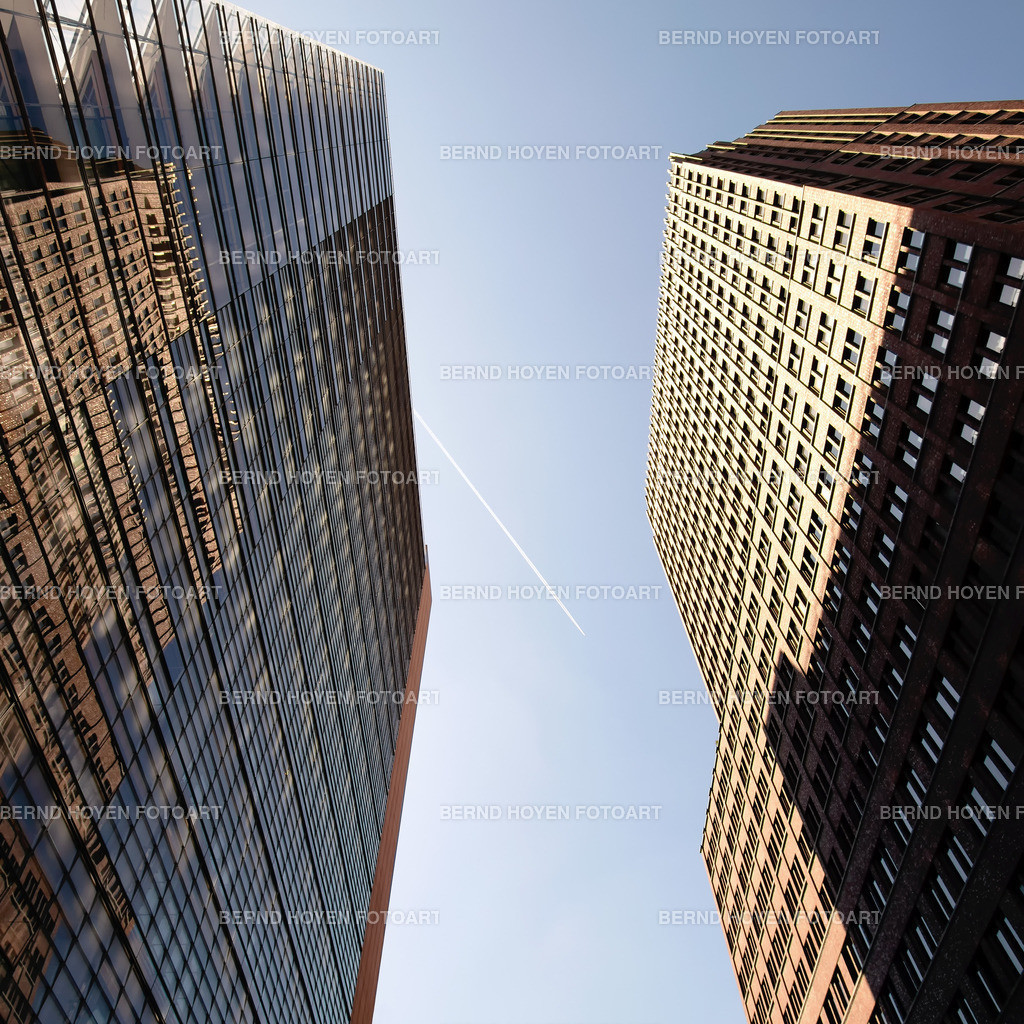business flight | Foto einiger Bürotürme am Berliner Potsdamer Platz, Deutschland / digital leicht nachbearbeitet. | Photo of some office buildings at the Potsdamer Platz in Berlin, Germany / digitally slightly reworked.