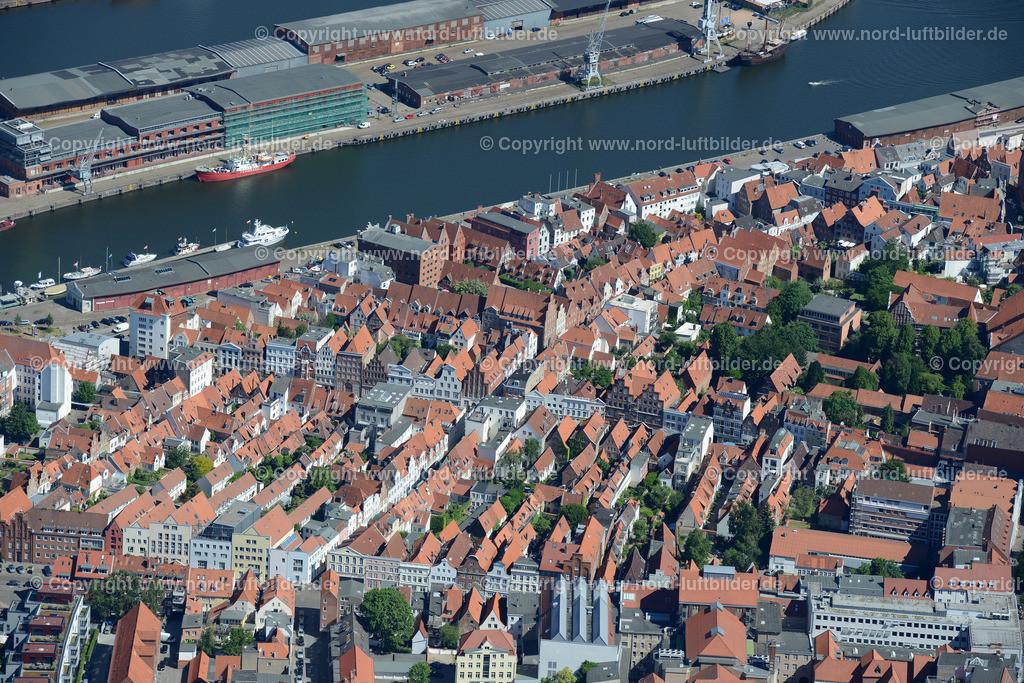 Lübeck_ELS_8563151106 | Lübeck - Aufnahmedatum: 10.06.2015, Aufnahmehoehe: 606 m, Koordinaten: N53°51.613' - E10°41.026', Bildgröße: 7360 x  4912 Pixel - Copyright 2015 by Martin Elsen, Kontakt: Tel.: +49 157 74581206, E-Mail: info@schoenes-foto.de  Schlagwörter;Foto Luftbild,Altstadt,HolstenTor,Kirche,Hanse,Hansestadt,Luftaufnahme,