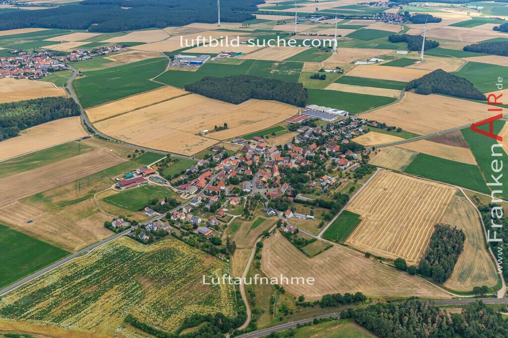 pirkach-19-166 | aktuelles Luftbild von  Pirkach - Luftaufnahme wurde 2019 von https://frankenair.de mittels Flugzeug (keine Drohne) erstellt.