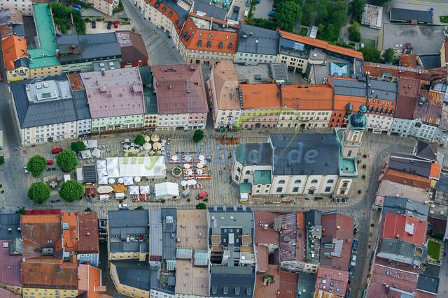 luftbild-traunstein-stadt-maxplatz-bruno-kapeller-06 | Luftaufnahme vom Stadtplatz in Traunstein, historische Altstadt, Sommer 2019.