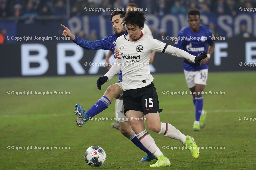191215_schvssge_0085 | 15.12.2019 Fussball 1.Bundesliga, FC Schalke 04 - Eintracht Frankfurt  emspor  v.l.,  Daichi Kamada (Eintracht Frankfurt), Suat Serdar (FC Schalke 04), Zweikampf, Action, Aktion, Battles for the Ball    (DFL/DFB REGULATIONS PROHIBIT ANY USE OF PHOTOGRAPHS as IMAGE SEQUENCES and/or QUASI-VIDEO)