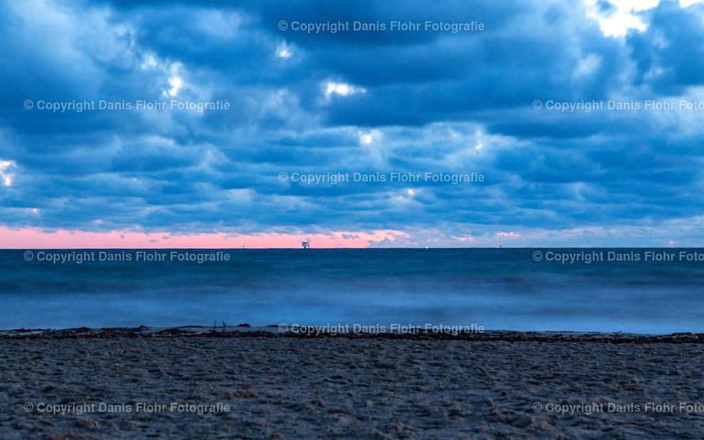 Wolken und Meer | Eine große Wolkenformation hängt über der Ostsee