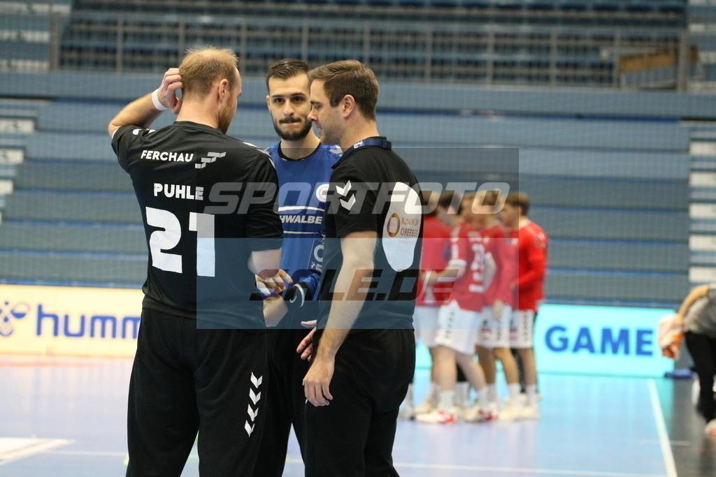 VFL Gummersbach - HSV Hamburg | Matze Puhle (links); Diogo Valerio (mitte), Marko Markis - © by Sportfoto-Sale.de