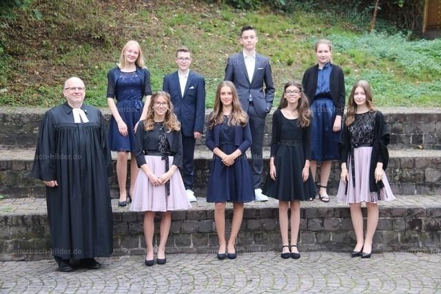 Konfirmation 2020_Pfarrer Achenbach_Gruppe 2