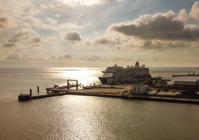 Cuxhaven Mein Schiff 3 am Steubenhöft