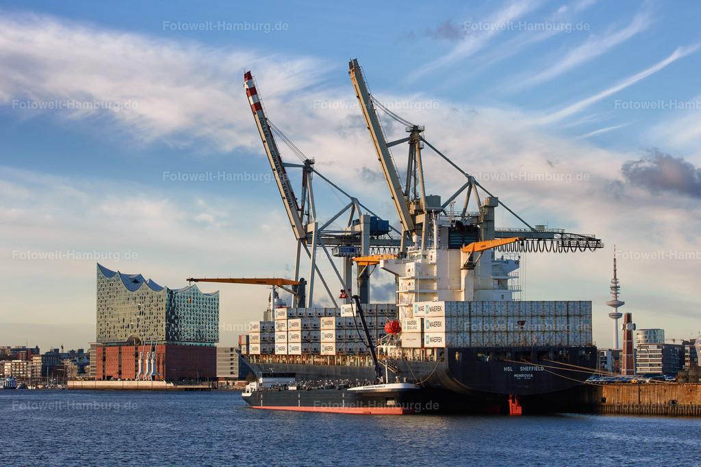11951592 - Hamburger Hafen und Elbphilharmonie | Blick über den Hansahafen auf die Elbphilharmonie