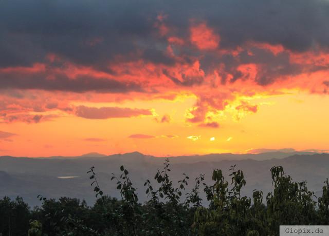 Burning Sky | Brennender Himmel über dem Lago di Pozzillo im Landesinneren von Sizilien
