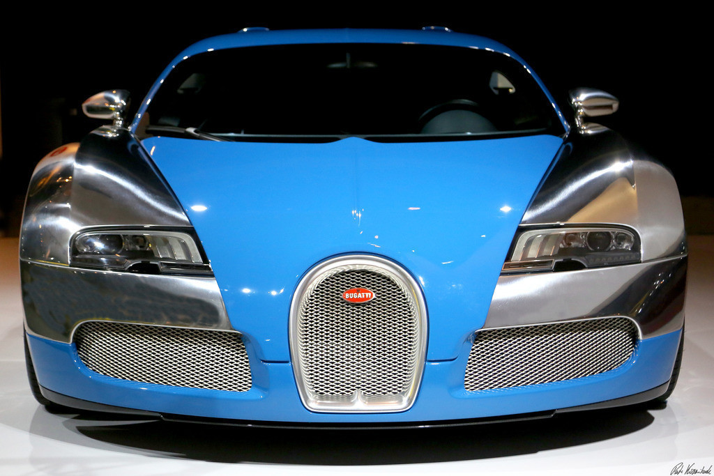 Bugatti Veyron | photo of a Bugatti Veyron