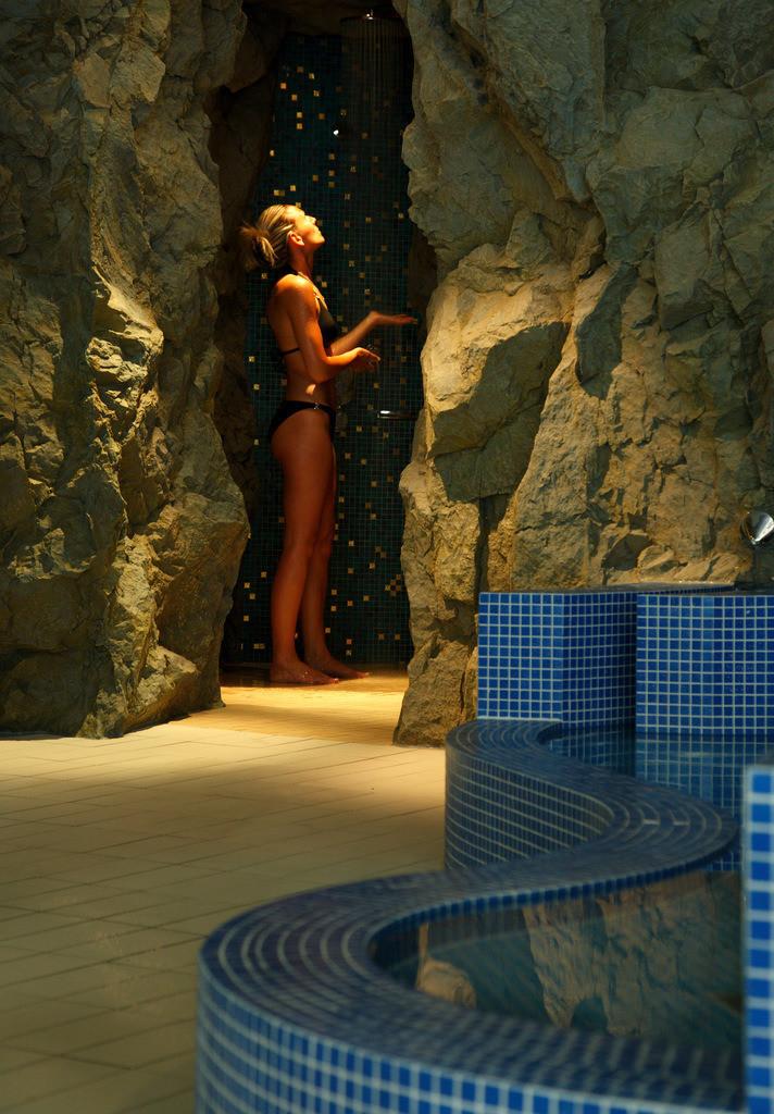wellness-dusche-01-hplus-hotel-goslar