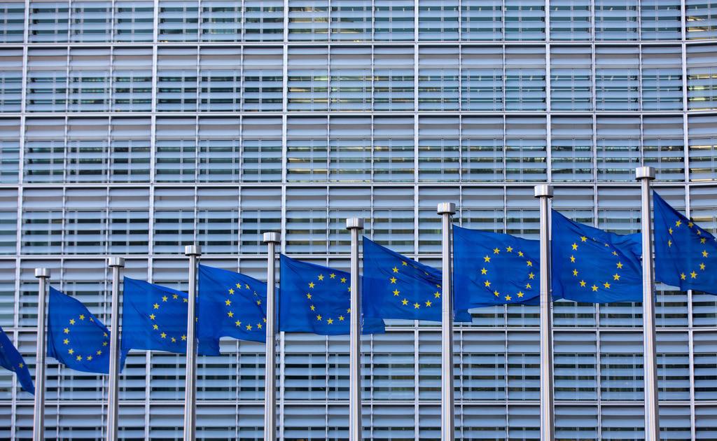 JT-180224-151 | Europafahnen vor dem Gebäude der Europäischen Kommission, Berlaymont Gebäude, Brüssel,