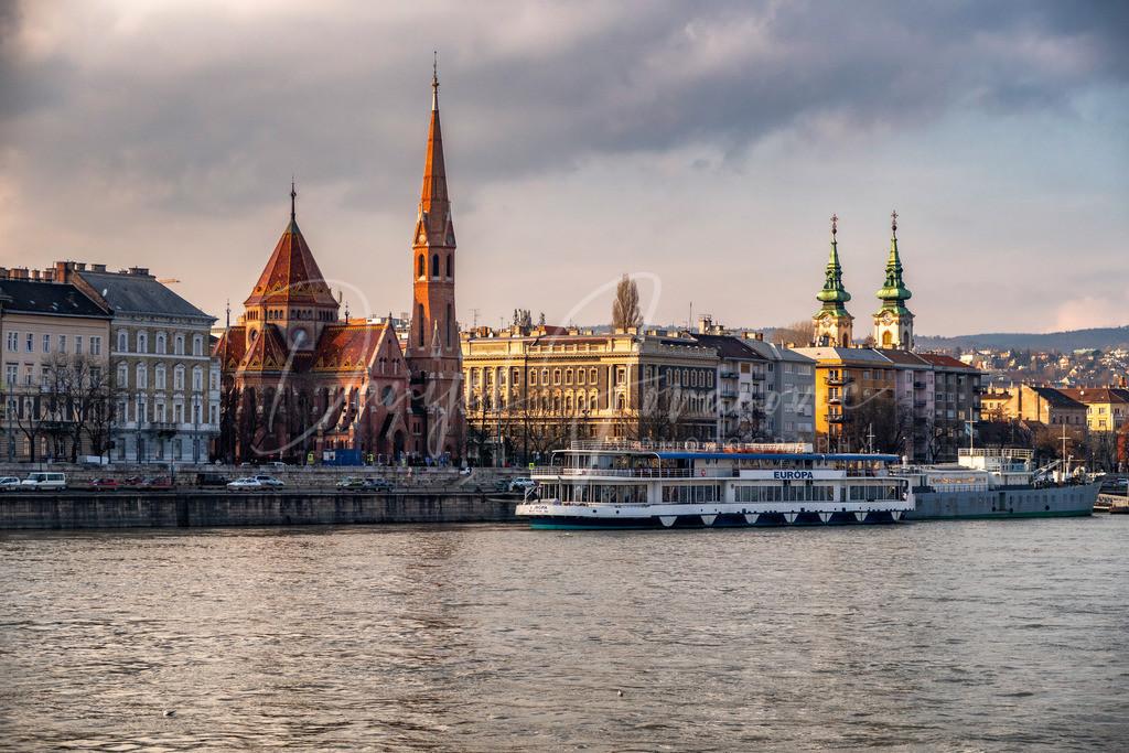 Donau | Wunderschöne Gebäude an der Donau in Budapest