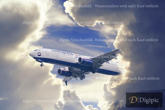Benefizturnier Ratschi-207bw | Flugzeug aus den Wolken