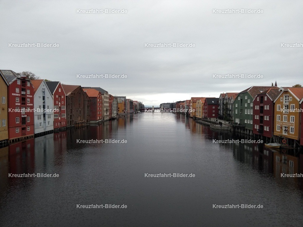 Bunte Häuser in Trondheim | Bunte Häuser in Trondheim, aufgenommen von der Gamle Bybro