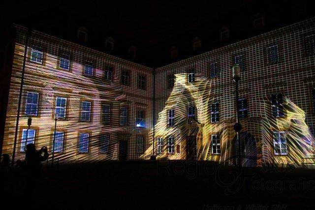Dancing House 4 | Immer wieder neu - so erscheint die Fassade den Besuchern.