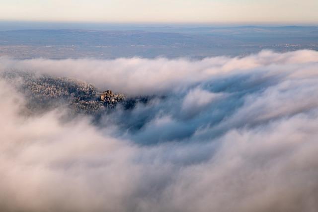 Der Scharfenstein im Zittauer Gebirge in den Wolken | Blick vom Hochwald auf den Scharfenstein im Januar, Zittauer Gebirge