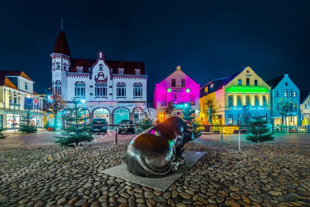 20201128 Jever Marktplatz bei Nacht 4854