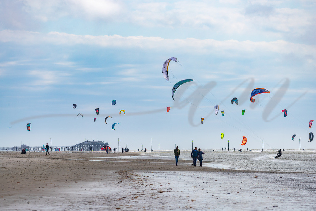 Mirs020-9262 | sonne, nordsee, wasser,  kiter, blauer himmer, blau, silber, st. peter-ording, wassersport, windig, wind