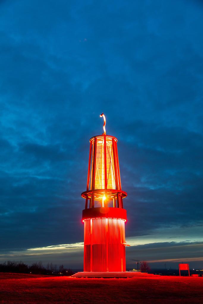 JT-170205-086 | Blick von der Halde Rheinpreussen in Moers, Installation Das Geleucht von Otto Piene, 30 Meter hoher Nachbau einer Grubenlampe, begehbar,