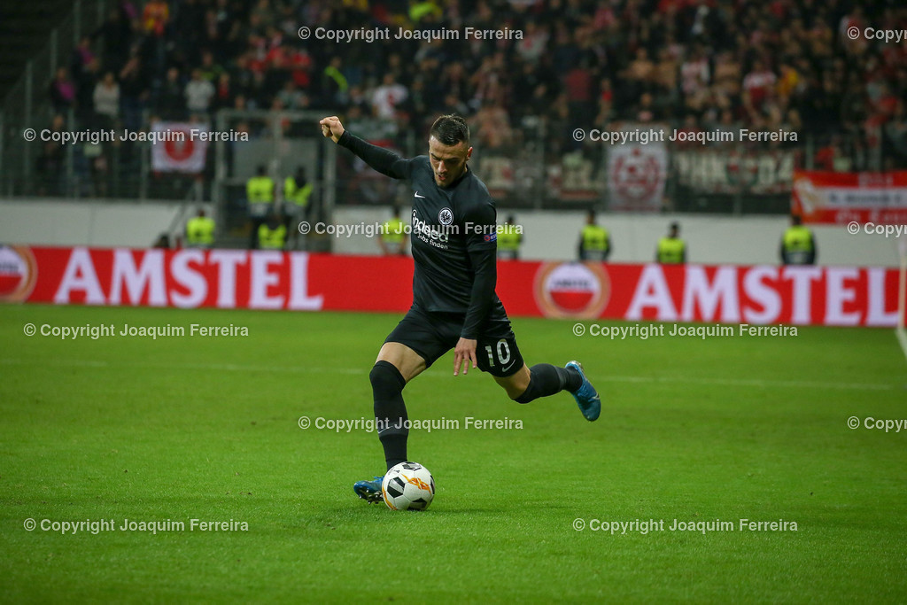 191024_sgevslie_0595 | 24.10.2019 Gruppenspiel Gruppe F UEFA Europa League Saison 2019/20 Eintracht Frankfurt - Standard Liege  emspor, emonline, despor, v.l., Filip Kostic  (Eintracht Frankfurt), FREISTELLER  Foto: Joaquim Ferreira (DFL/DFB REGULATIONS PROHIBIT ANY USE OF PHOTOGRAPHS as IMAGE SEQUENCES and/or QUASI-VIDEO)