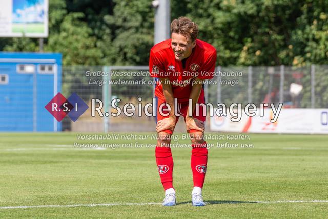 Fußball, Herren, LOTTO-Pokal Halbfinale, FC Eintracht Norderstedt - Altona 93, Edmund-Plambeck-Stadion, 16.08.2020 | Nick Gutmann (#25, Norderstedt, Rechter Verteidiger)