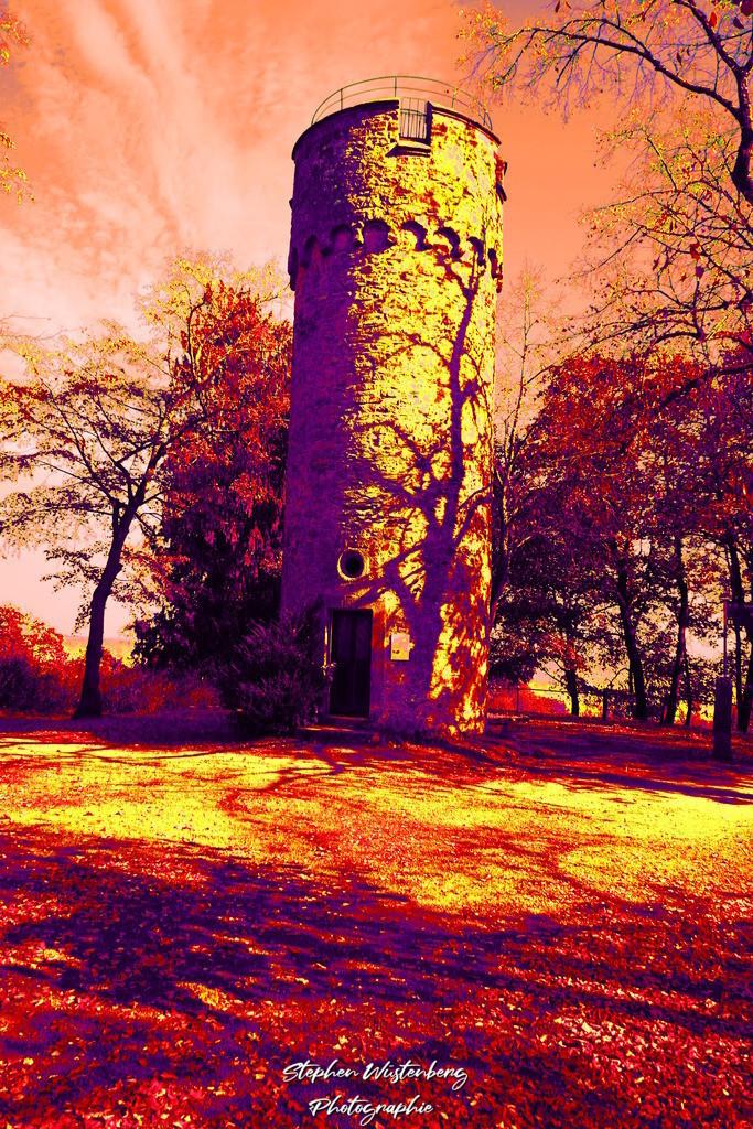 DSC02700_Wartturm_Schillerhain_Kibo_Psych_3 | Der Wartturm im Schillerhain Kirchheimbolanden in psychedelischen Farben. Bearbeitet mit GIMP