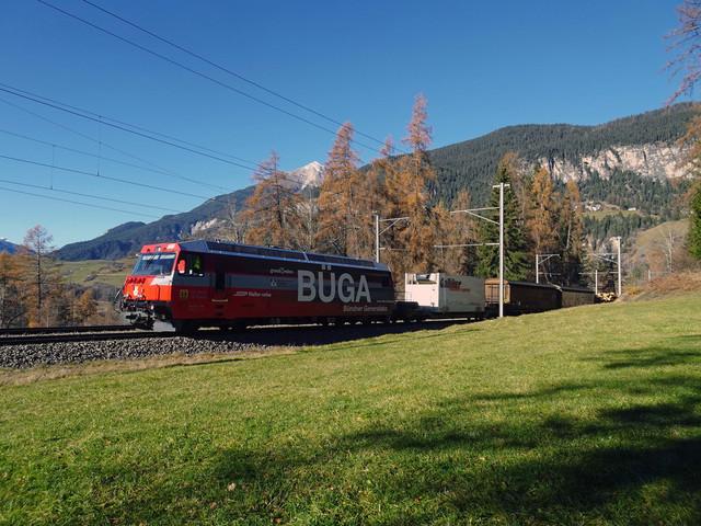 Ge 4/4 III 649 | Ein Güterzug aus Richtung Thusis.