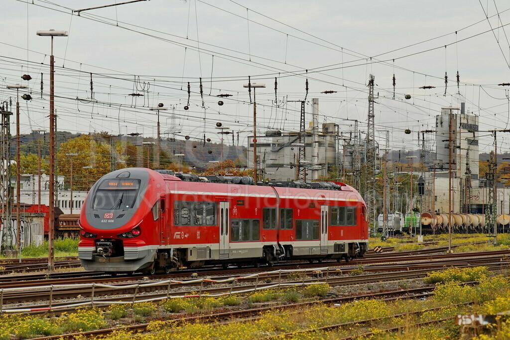 Regionalbahn   Ein Regionalzug fährt am Bahnhof in Schwerte ein