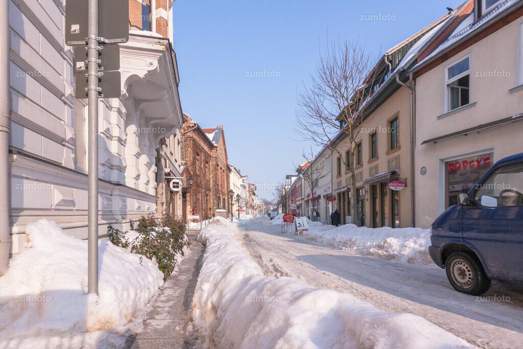 winterlicher Blick in die Friedensstraße