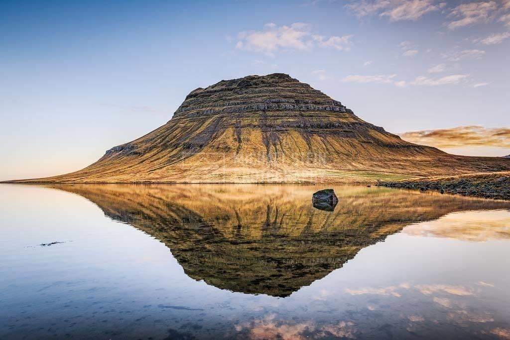 Island - Spiegelung des Kirkjufell am Morgen | Spiegelung des Berges Kirkjufell im Wasser am Morgen