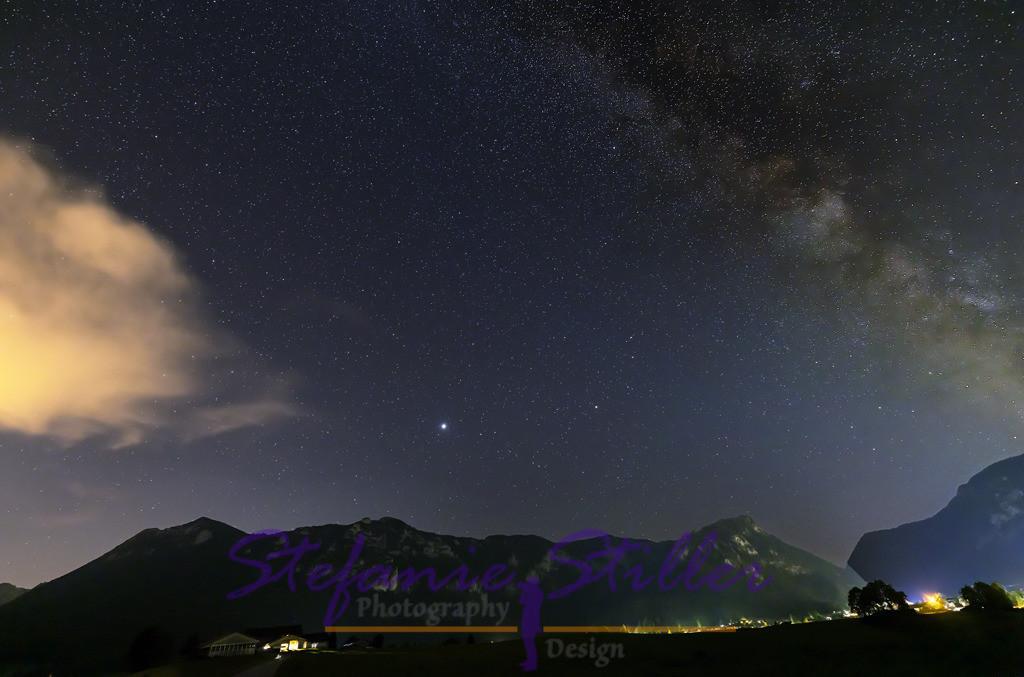 Milky Way over Inzell / Milchstraße über Inzell | Nightsky with Milky Way, Haochstuafen, Zwiesel and Falkenstein in Background / Nachthimmel über Inzell mit Milchstraße, im Hintergrund Hochstaufen, Zwiesel und Falkenstein