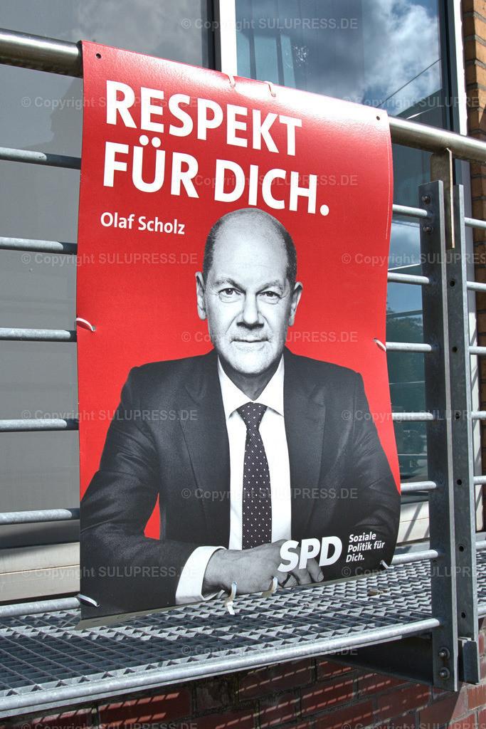 SPD Wahlplakat in Schleswig | Schleswig, ein SPD Wahlplakat mit Kanzlerkandidat Olaf Scholz und dem Slogan: