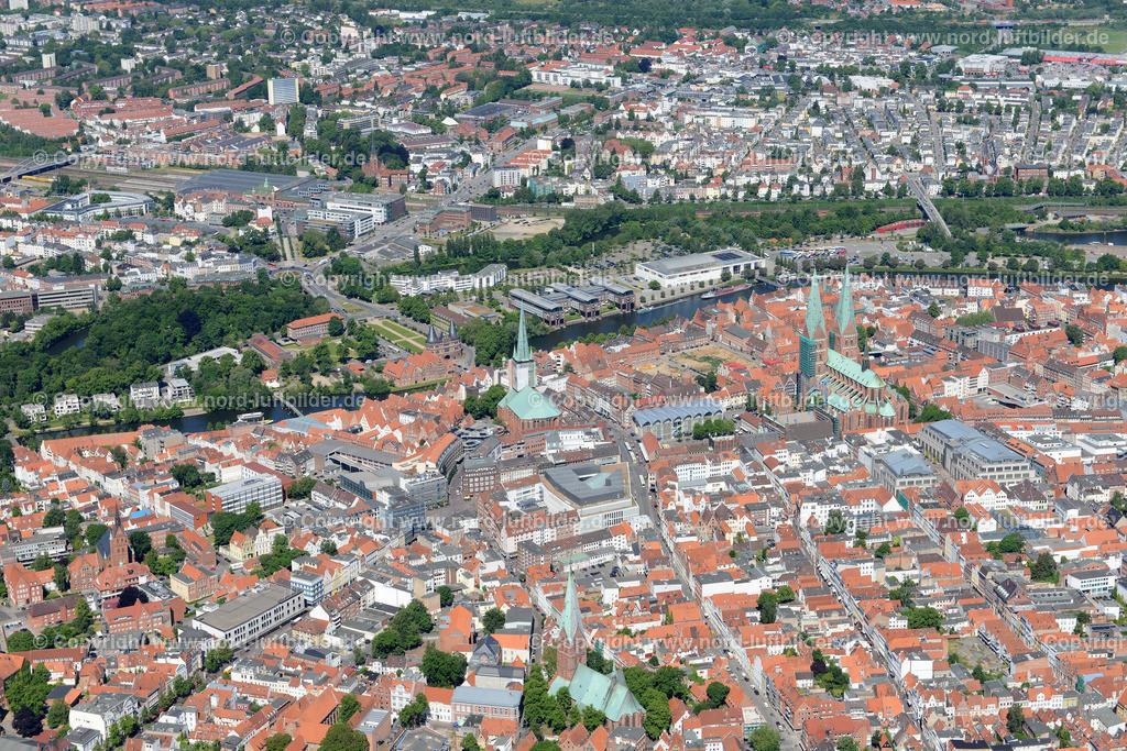 Lübeck_ELS_8485151106 | Lübeck - Aufnahmedatum: 10.06.2015, Aufnahmehoehe: 549 m, Koordinaten: N53°51.539' - E10°42.219', Bildgröße: 7360 x  4912 Pixel - Copyright 2015 by Martin Elsen, Kontakt: Tel.: +49 157 74581206, E-Mail: info@schoenes-foto.de  Schlagwörter;Foto Luftbild,Altstadt,HolstenTor,Kirche,Hanse,Hansestadt,Luftaufnahme,