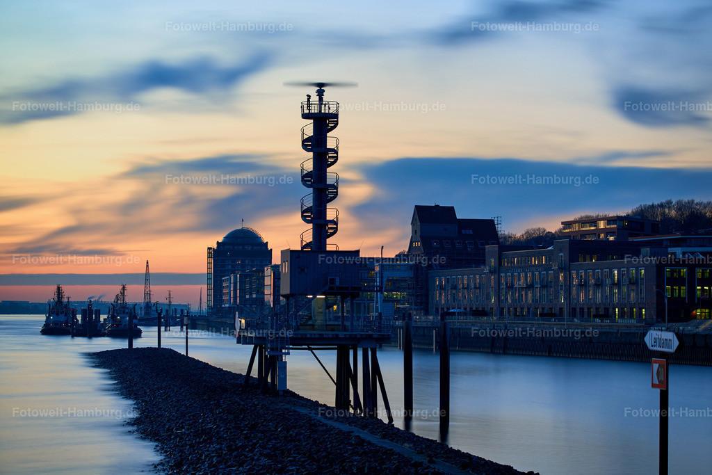 10190207 - Abend am Altonaer Hafen | Blick Richtung Schlepperbrücke und Altonaer Kaispeicher